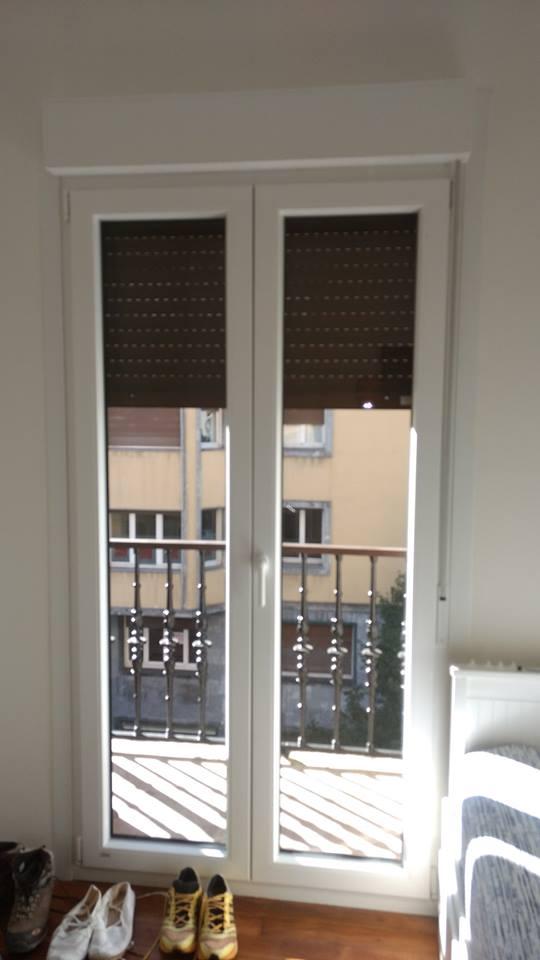 Instalaci n de estores en renovaci n de ventanas ventanas san miguel - Estores para banos ...